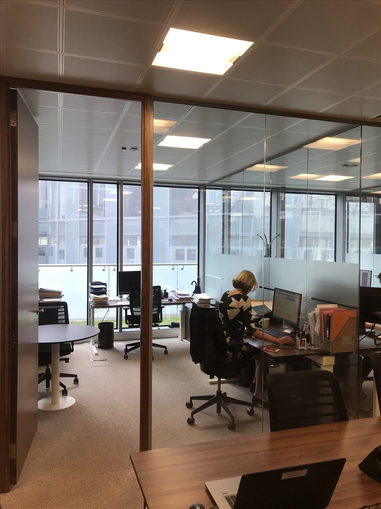 Office for Rent on 8 Angel Court, London City Bank