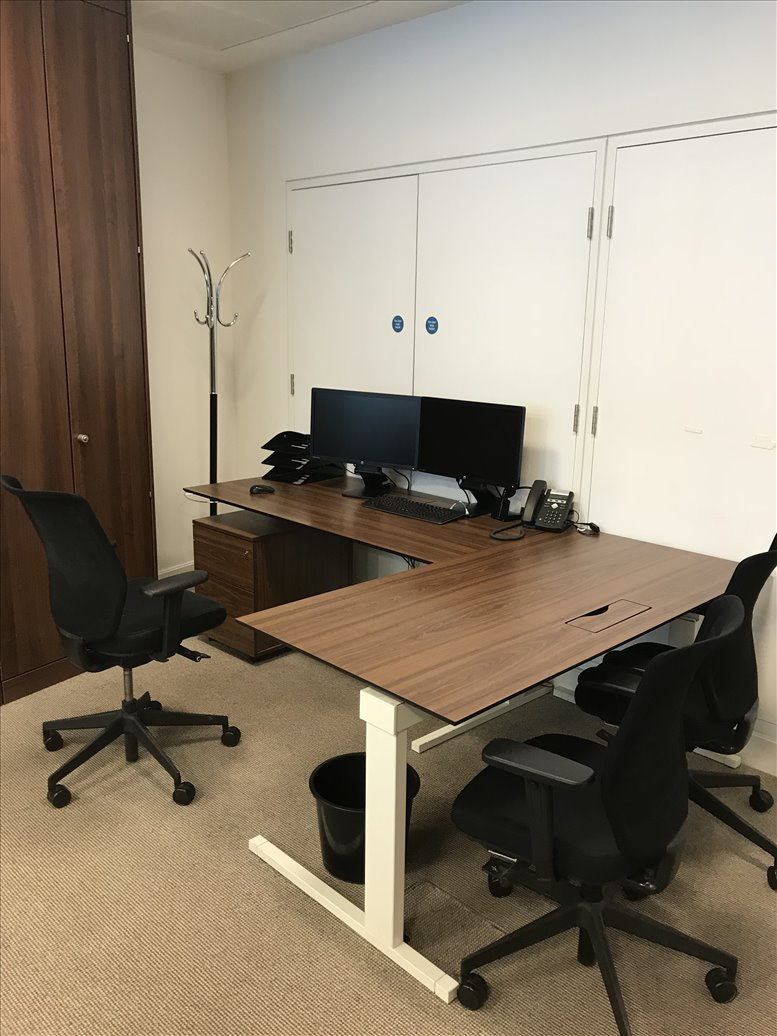 Bank Office Space for Rent on 8 Angel Court, London City