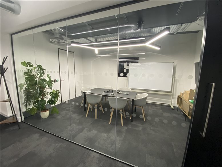 Image of Offices available in Clerkenwell: 18-20 Farringdon Ln, Farringdon