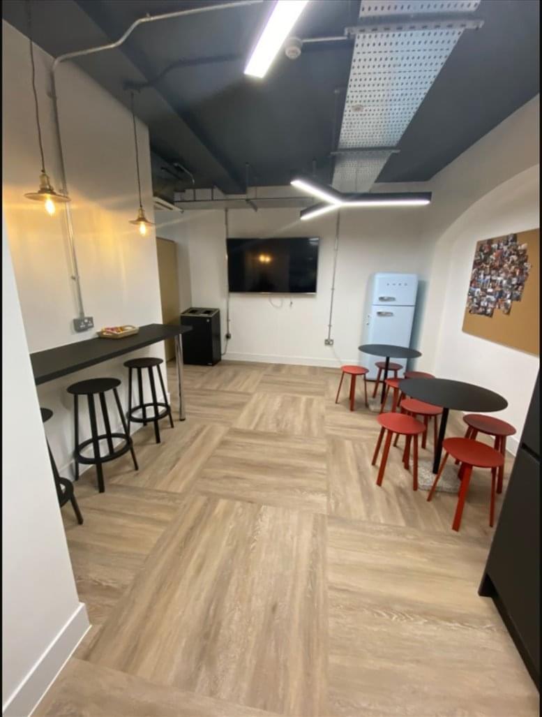 Rent Clerkenwell Office Space on 18-20 Farringdon Ln, Farringdon